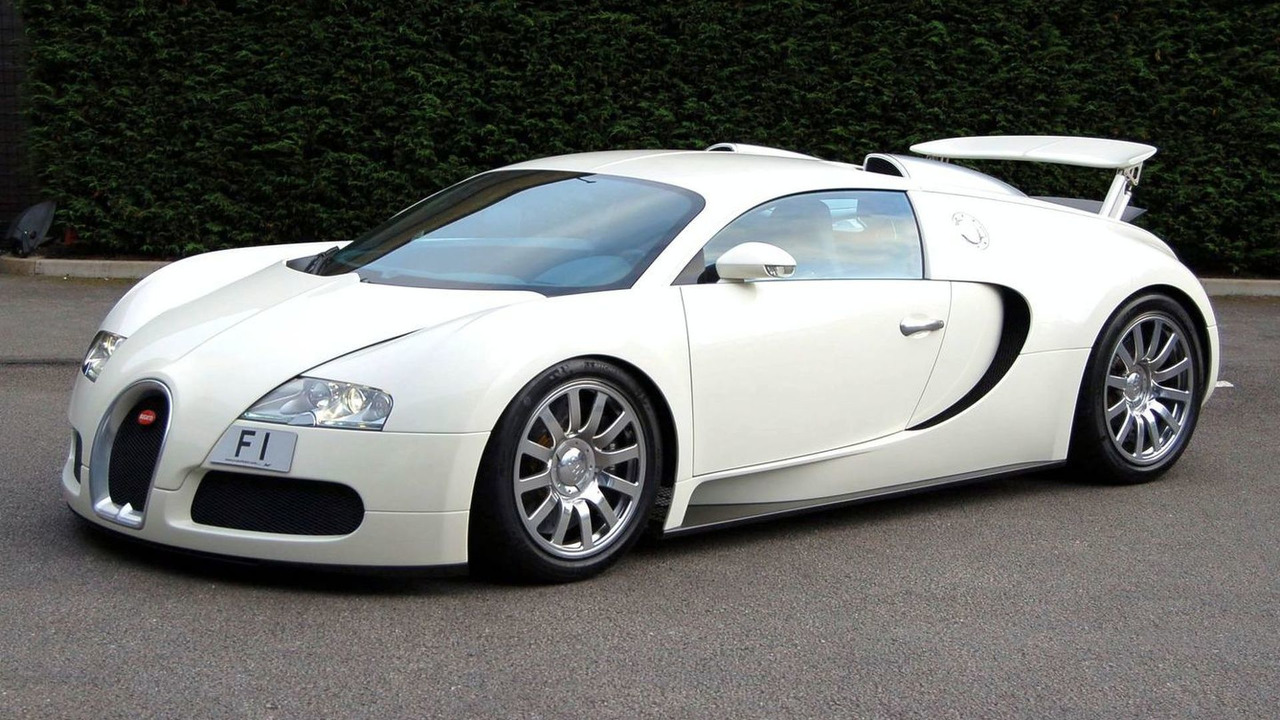 Bugatti Veyron with F1 license plate