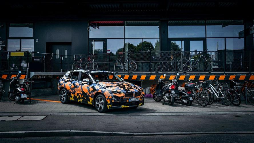 Hivatalos fotókon - de álcázva - az új BMW X2