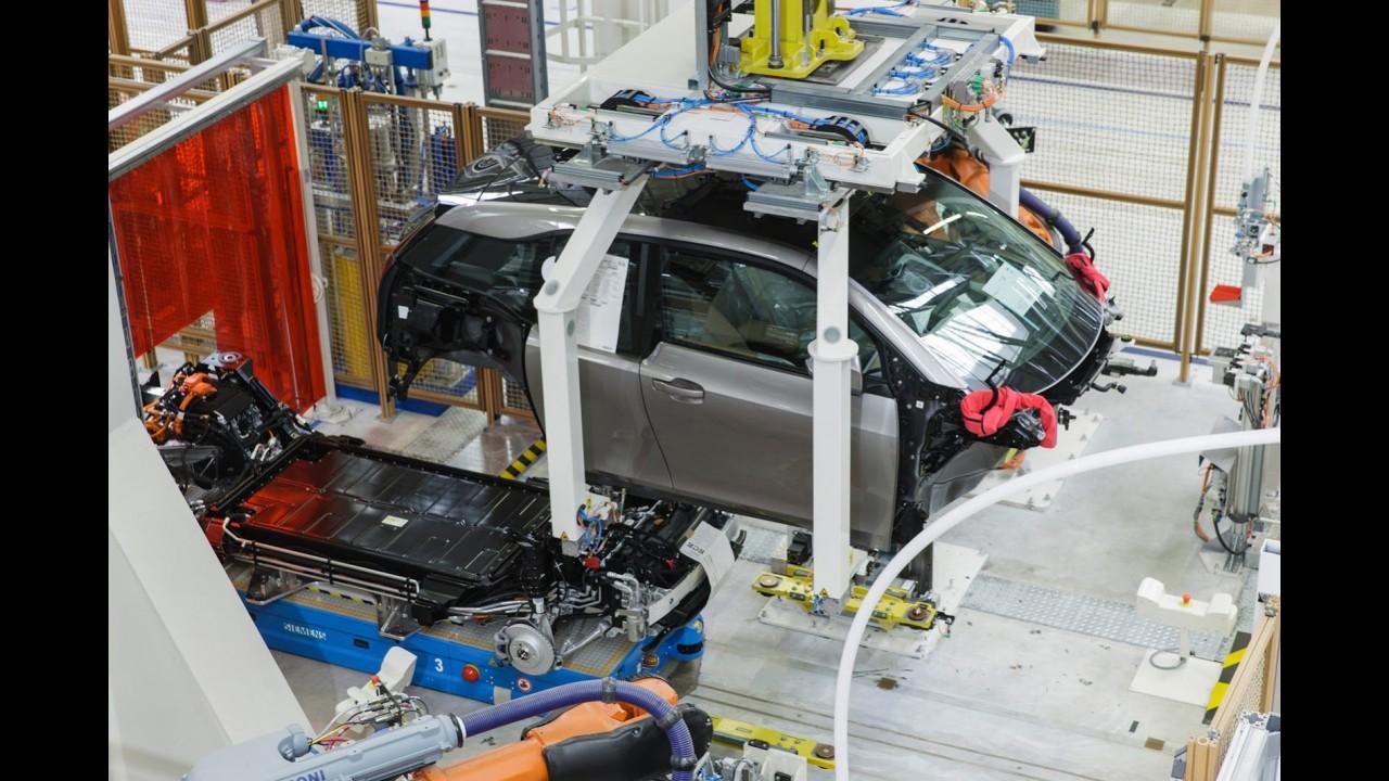 Sucesso: BMW aumenta produção do i3 em 43% para atender alta demanda