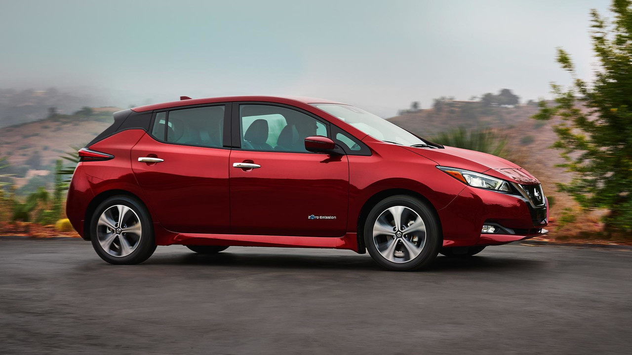 2018 nissan leaf see the changes side by side. Black Bedroom Furniture Sets. Home Design Ideas