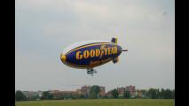 Il dirigibile Goodyear promuove la sicurezza stradale