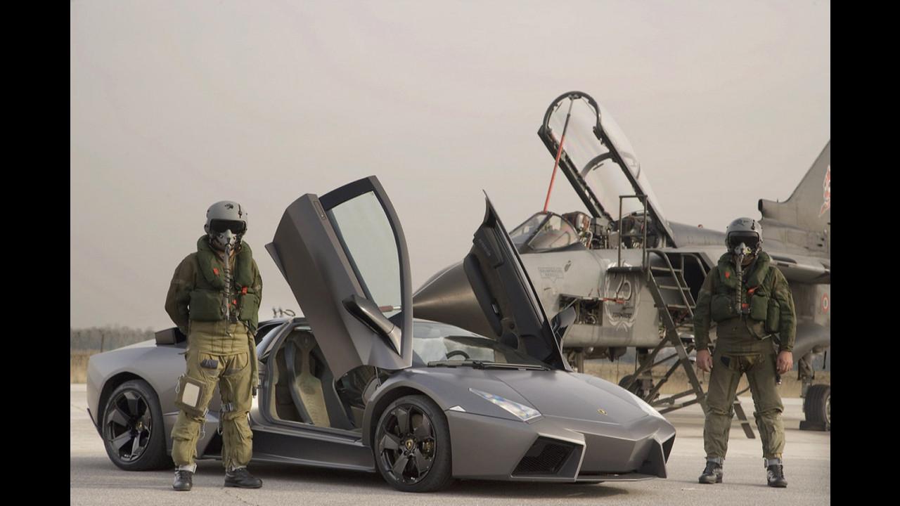 Lamborghini Reventon vs Tornado