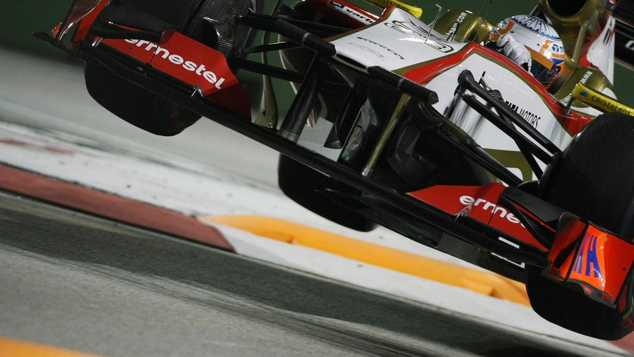 Narain Karthikeyan jumps at the chicane 21.09.2012 Singapore Grand Prix,