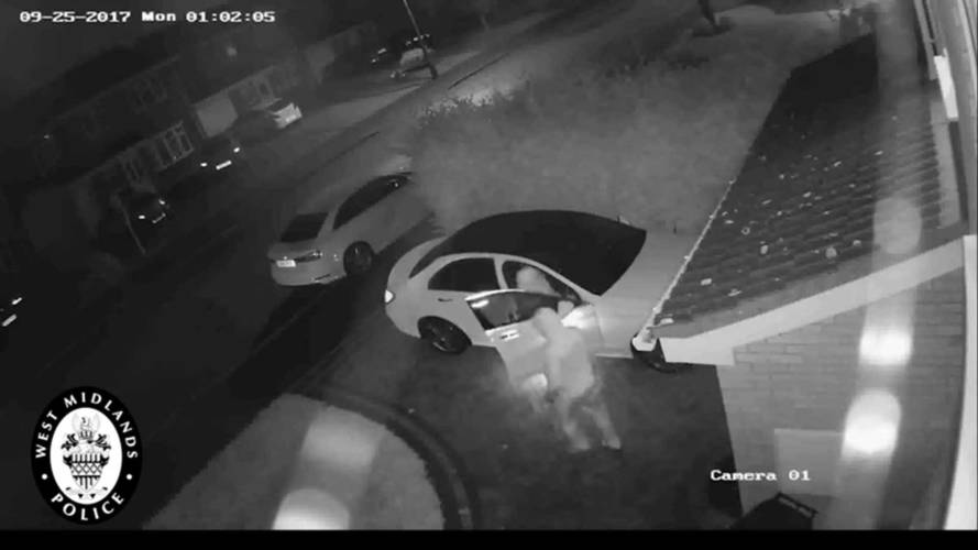 Police video shows thieves grabbing car without keys in seconds