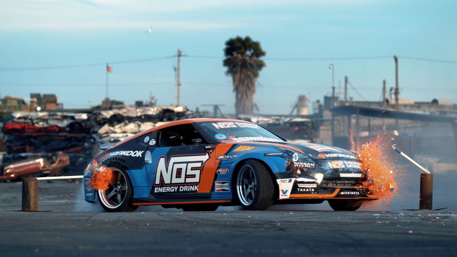 Drifting A Nissan 370Z Through A Junkyard Looks Like Huge Fun