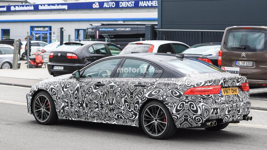La Jaguar XE SVR fera bientôt parler la poudre