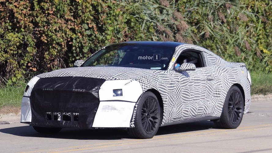 2018 Ford Mustang GT'nin puantiyeli kamuflajının altındaki güncellenmiş gövdesi görüntülendi