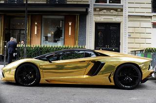 $6.3 Million Lamborghini Aventador Rolls up in Paris