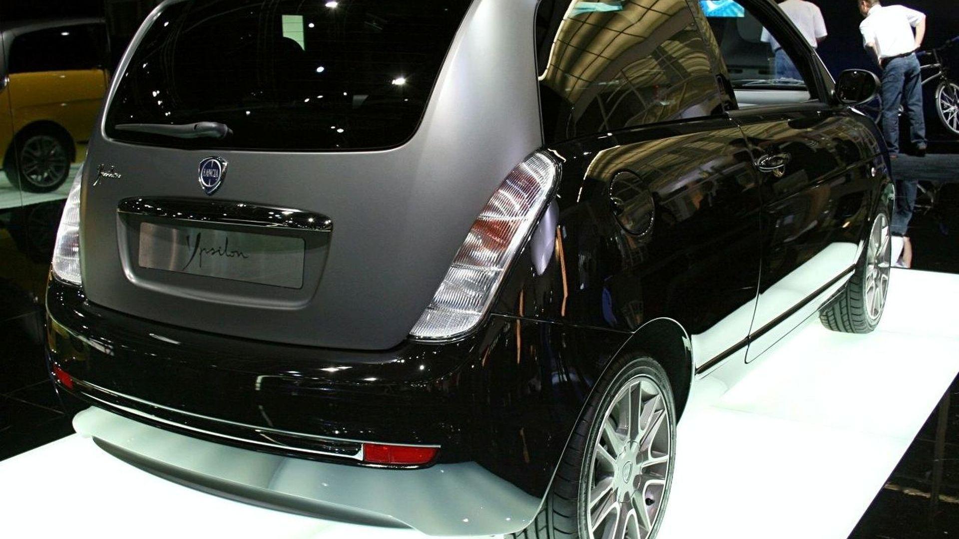 https://icdn-7.motor1.com/images/mgl/N3Yy/s1/2007-31225-exclusive-new-lancia-ypsilon-sport-momodesign1.jpg