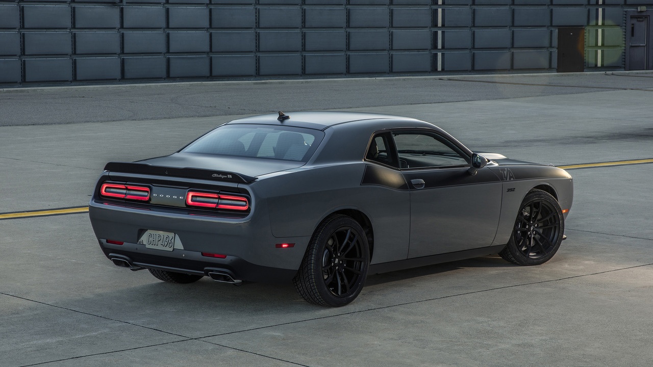 Dodge revs up 2017 Challenger T/A and Charger Daytona models