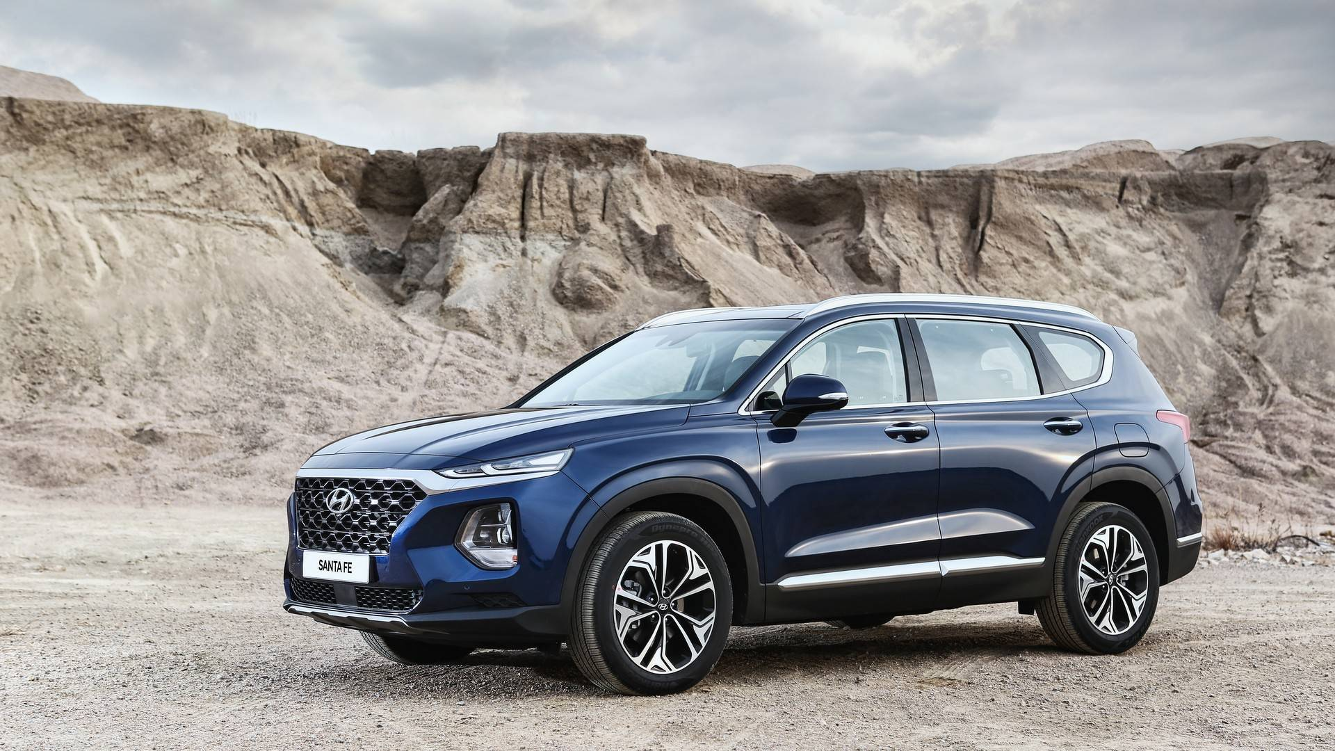 all new 2019 hyundai santa fe officially revealed replaces the santa fe sport. Black Bedroom Furniture Sets. Home Design Ideas