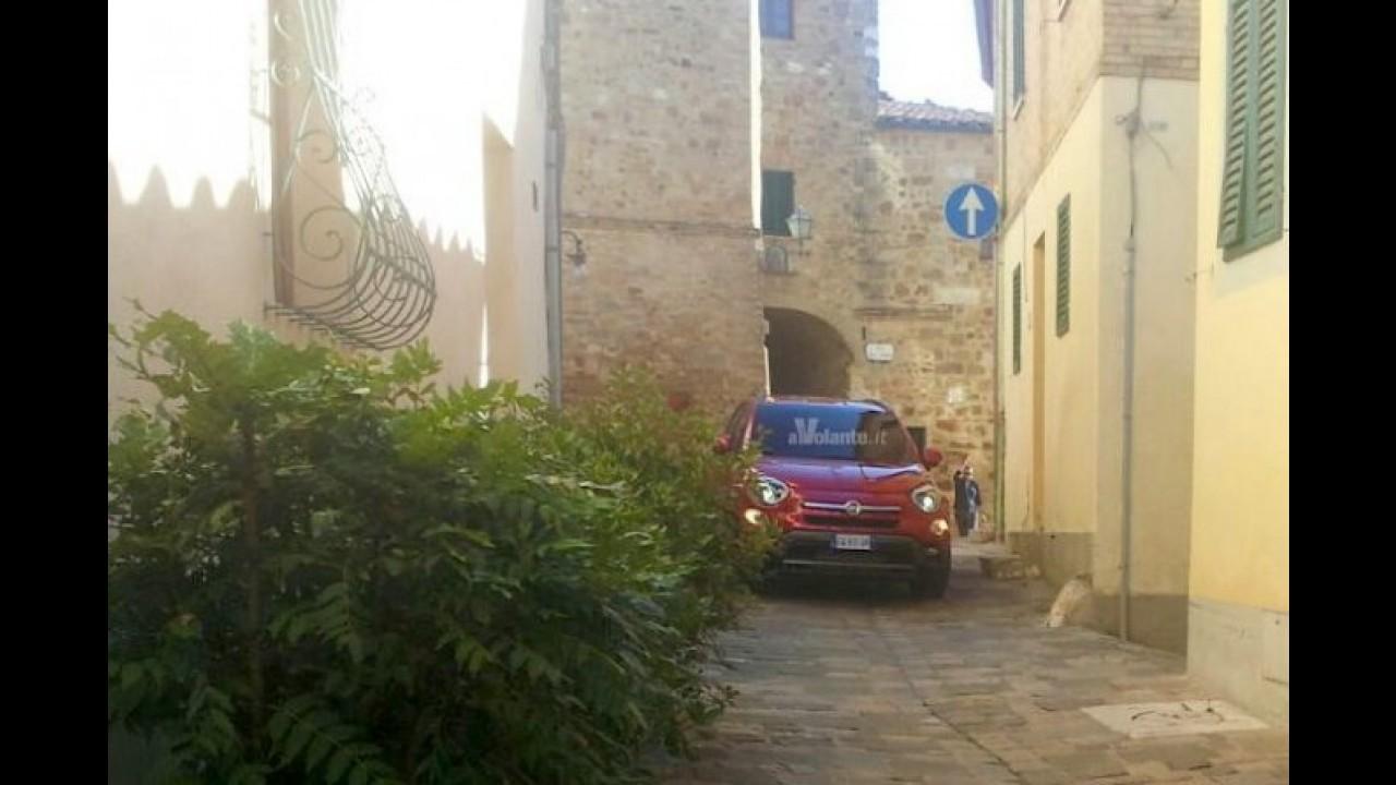 Fiat 500X aparece em novas imagens antes da estreia em Paris