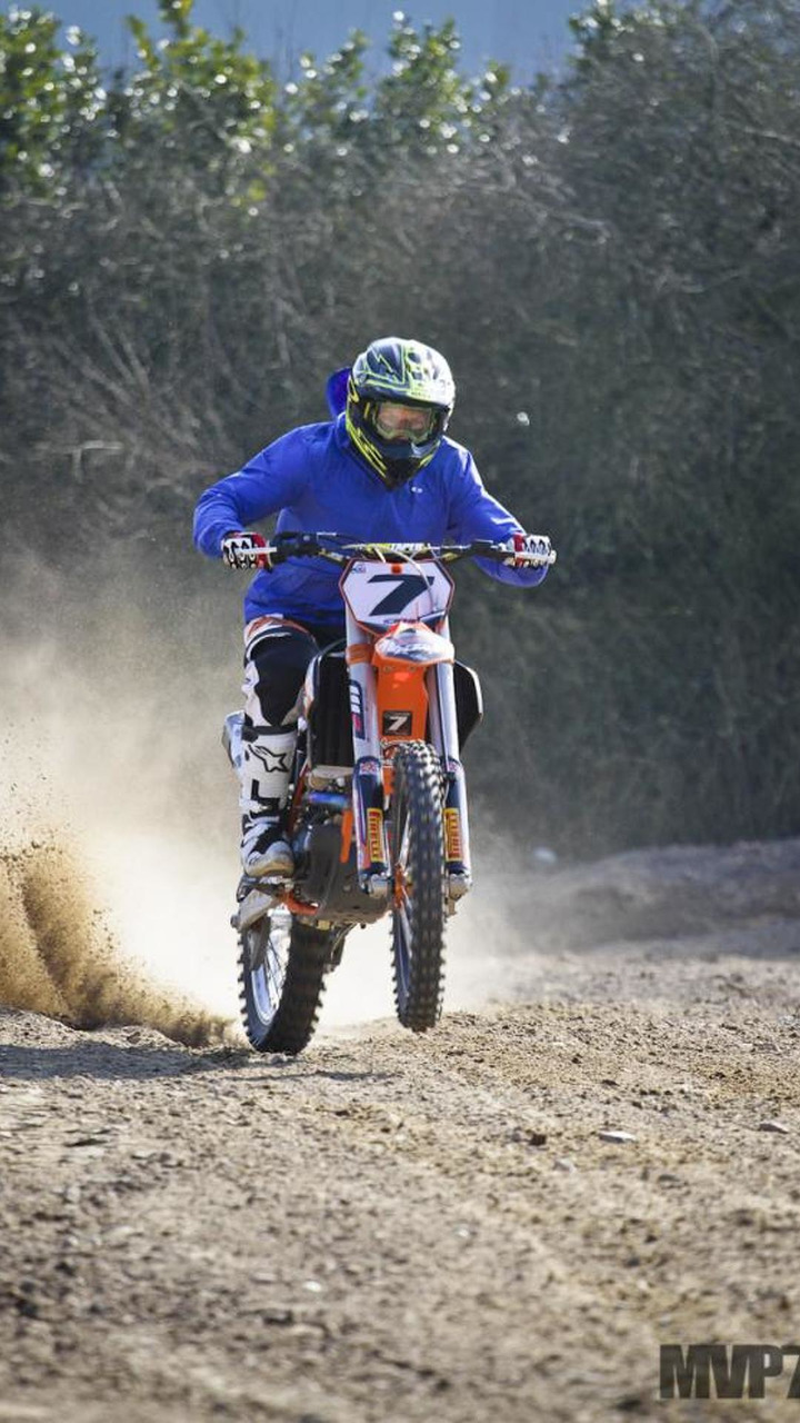 Raikkonen enjoys motocross during F1 break 1200