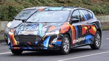 2019 Ford Focus rengarenk kamuflajıyla görüntülendi