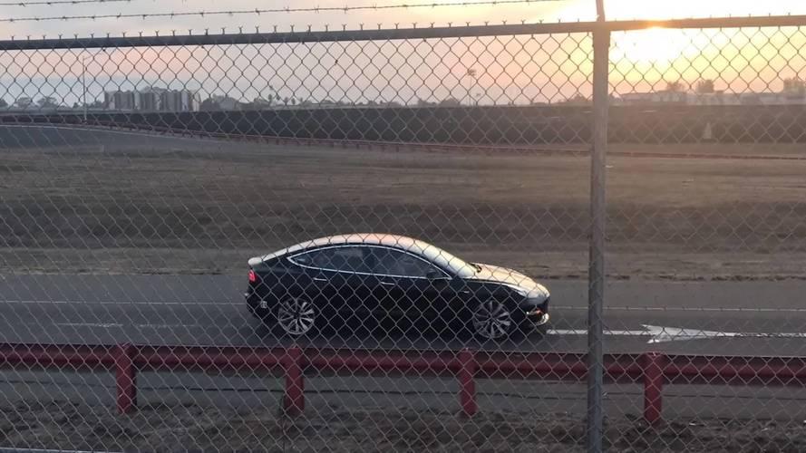 Tesla Model 3'ün performanslı versiyonu yakalandı