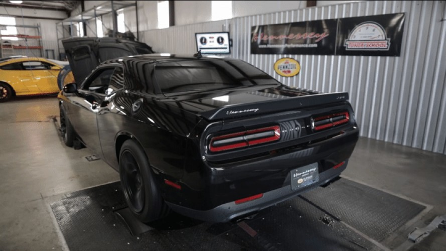 Watch Hennessey's 1,000-HP Challenger Hellcat Roar on the Dyno