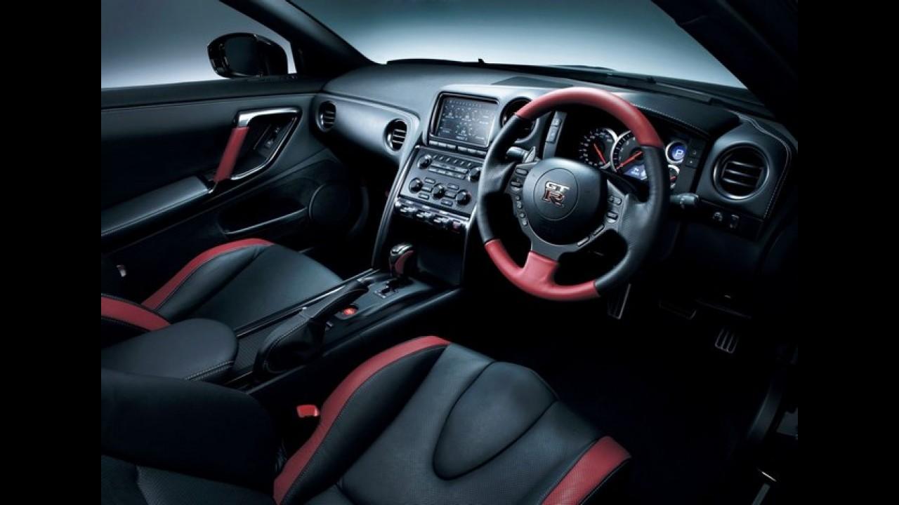 Nissan GT-R ganha atualizações para a linha 2013