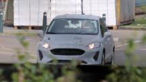 Flagra: Novo Ford Fiesta 2017 é pego com menos camuflagem pela primeira vez