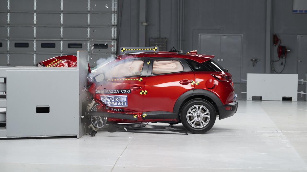2016 Mazda CX-3 crash test