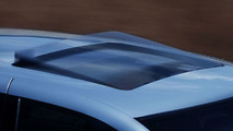 Mercedes-Benz PRE-SAFE closes sunroof