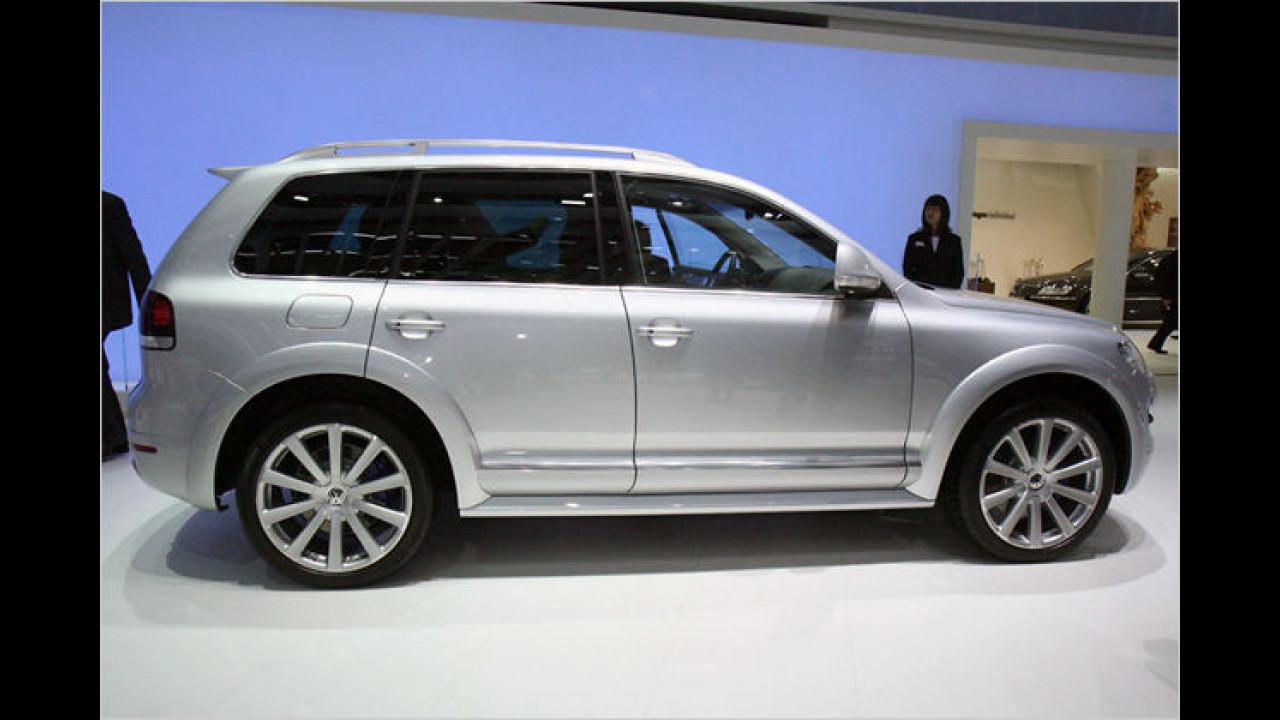 Der VW Touareg R50 holt satte 350 PS aus seinem V10-Diesel. Damit soll er eine Spitze von 235 km/h erreichen