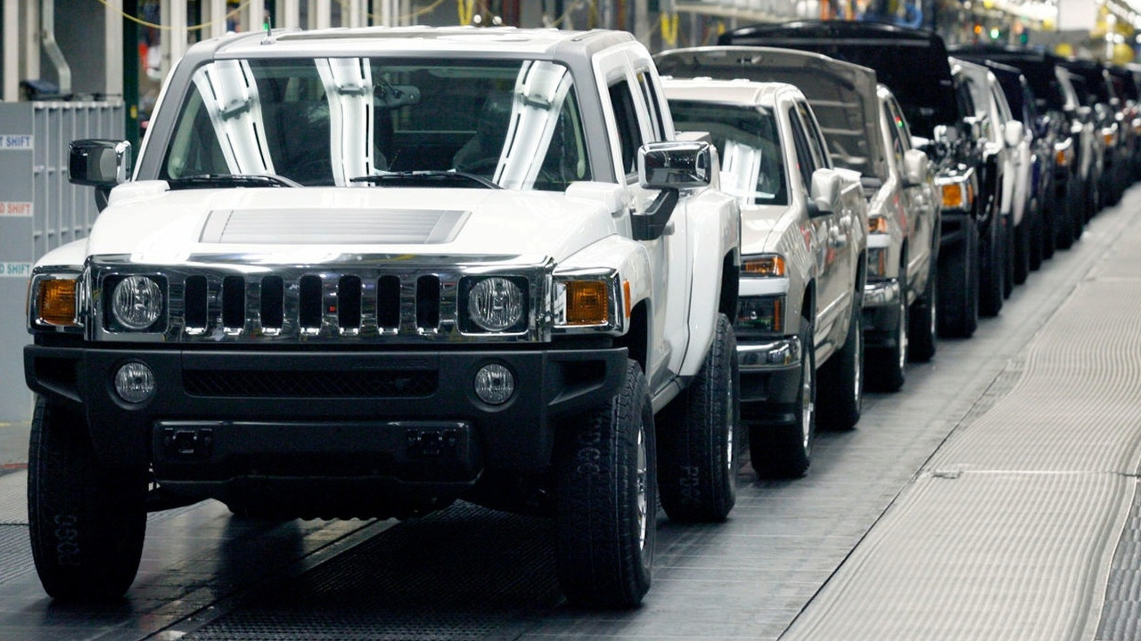 Hummer H3TA assembly line