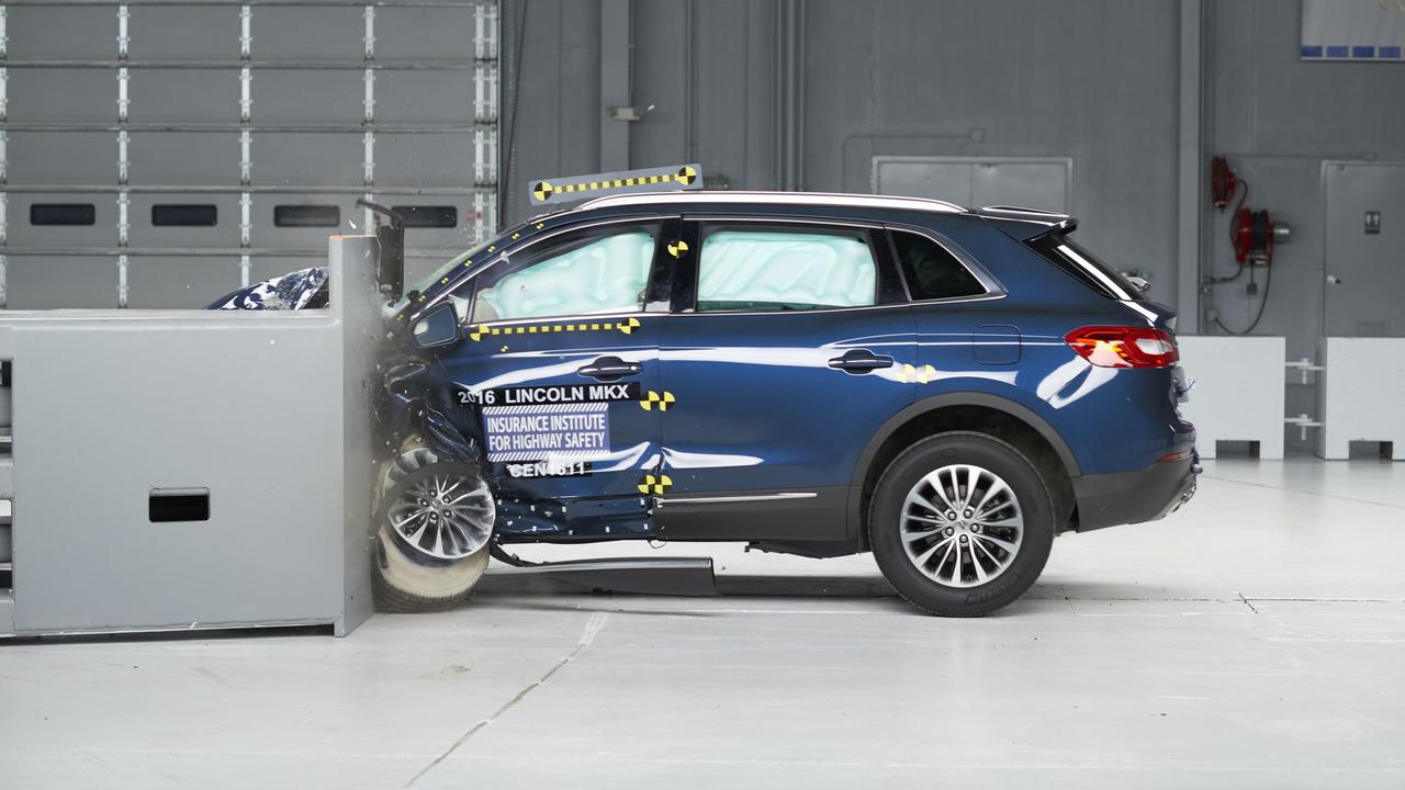 2016 Lincoln MKX crash test