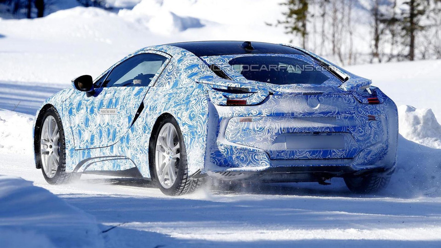 BMW i8 spied with production taillights
