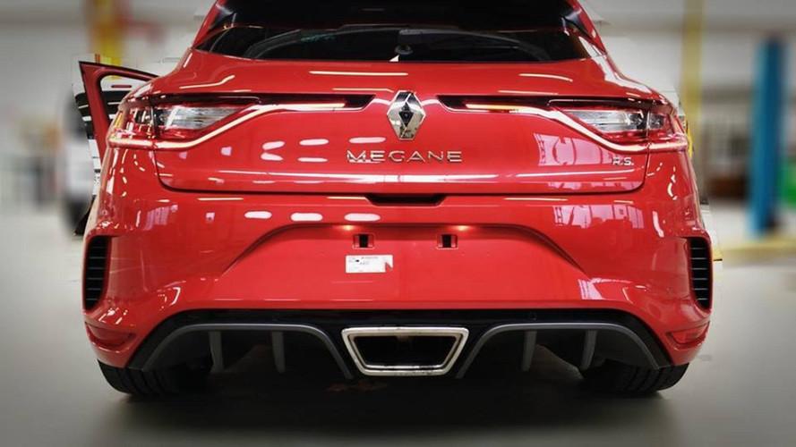 2018 Renault Megane RS kırmızı rengiyle kendini gösterdi