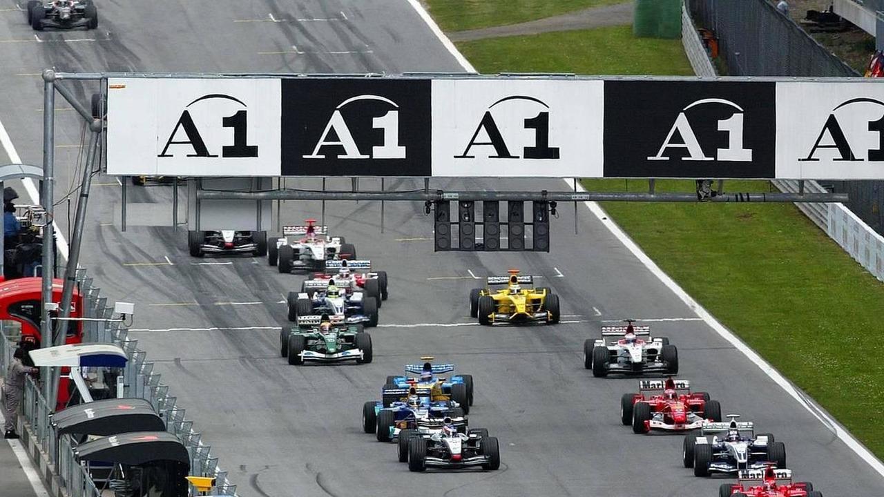 Start of race, Austrian GP, Österreich 2003, Michael Schumacher (D), Scuderia Ferrari Marlboro, Juan-Pablo Montoya (CO), BMW WilliamsF1, and Rubens Barrichello (BR), Ferrari, Zeltweg, Österreich, Spielberg, Austria 18.05.2003