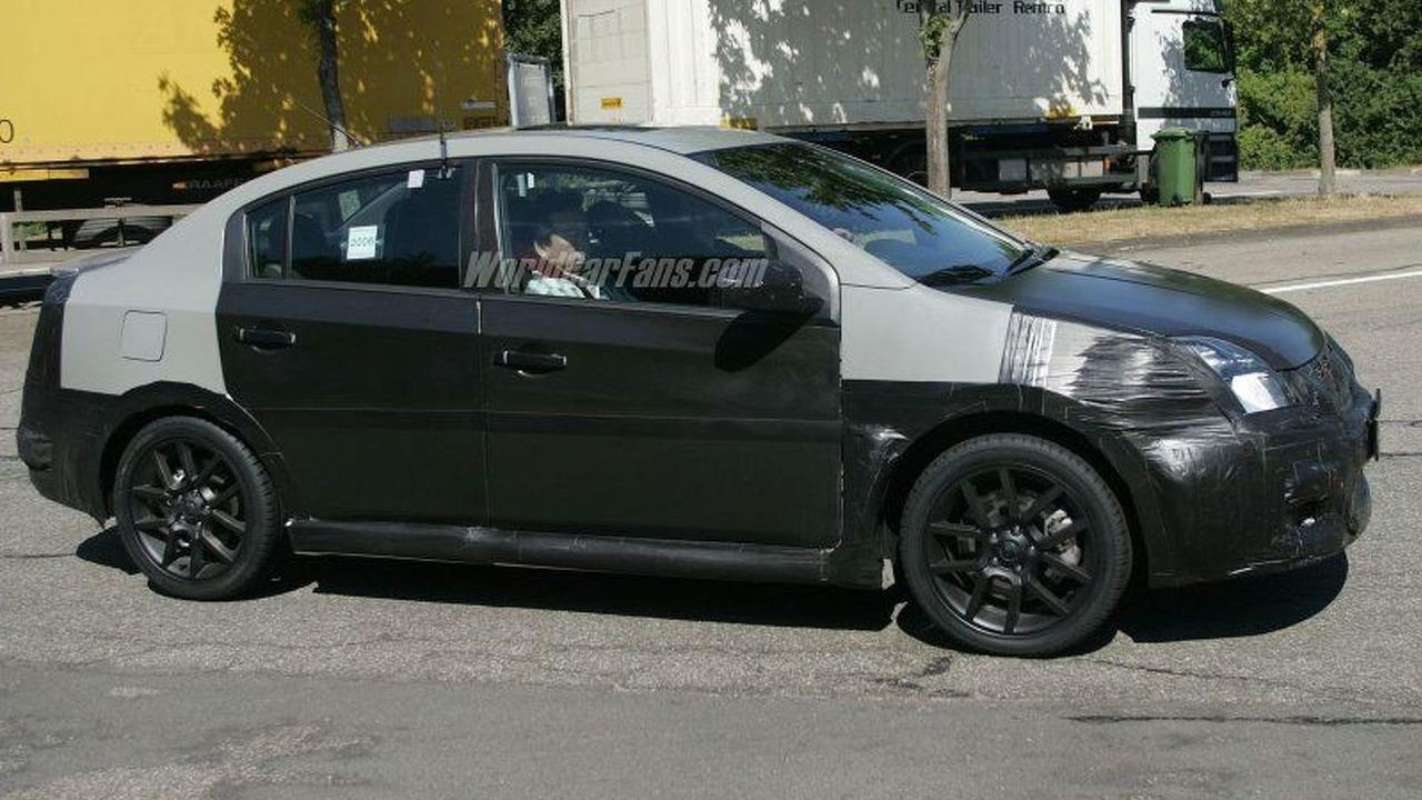 Nissan Sentra SE-R Spy Photo