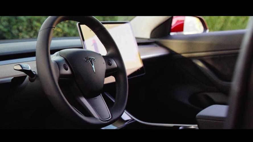 Tesla Model 3 iç kabin