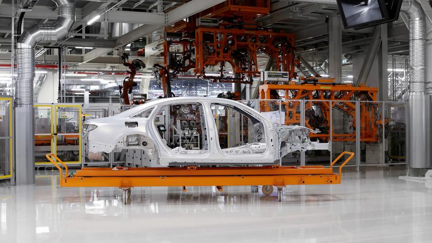 2018 Audi A8 alüminyum ağırlıklı gövdesini sergiledi