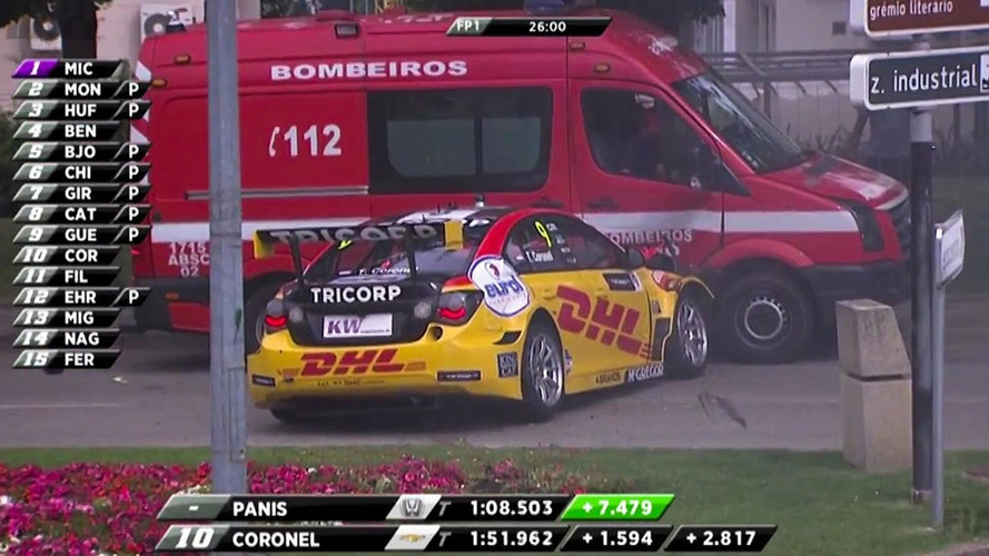 VIDÉO - Une Chevrolet Cruze percute un camion de pompier en WTCC