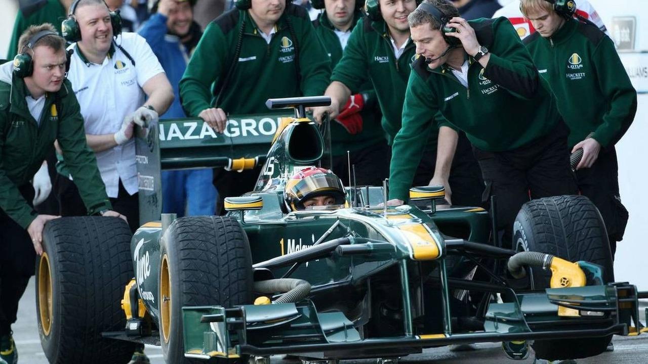 Fairuz Fauzy (MAL), Test Driver, Lotus F1 Team, T127 stops in the pitlane - Formula 1 Testing, 17.02.2010, Jerez, Spain