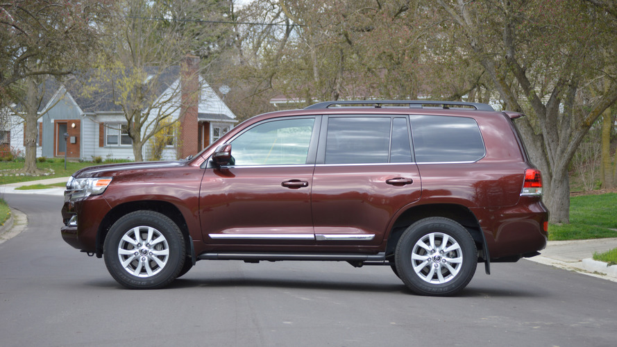 2016 Toyota Land Cruiser tailgate striptease