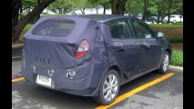 Hyundai Accent Hatch é flagrado com disfarces