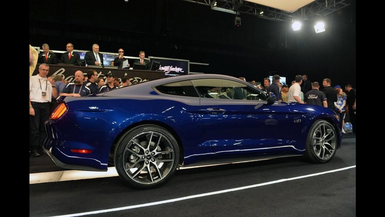 Novo Mustang 2015: primeira unidade é leiloada nos EUA por US$ 300 mil