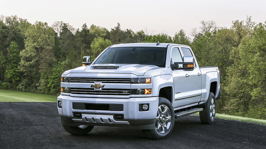 2017 Chevy Silverado 2500 HD gets ram-air hood scoop