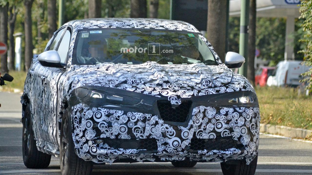 2018 Alfa Romeo Stelvio spy photo