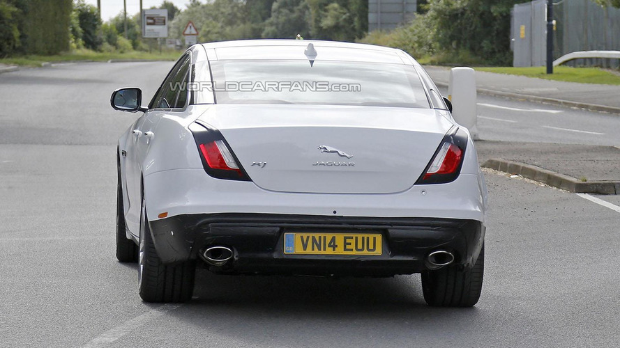 Jaguar XJ facelift spied virtually undisguised