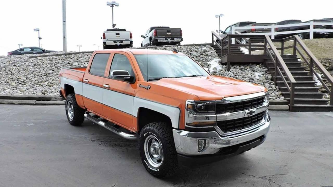 Chevy Cheyenne Vs Silverado >> Chevrolet Silverado Cheyenne Custom | Motor1.com Photos