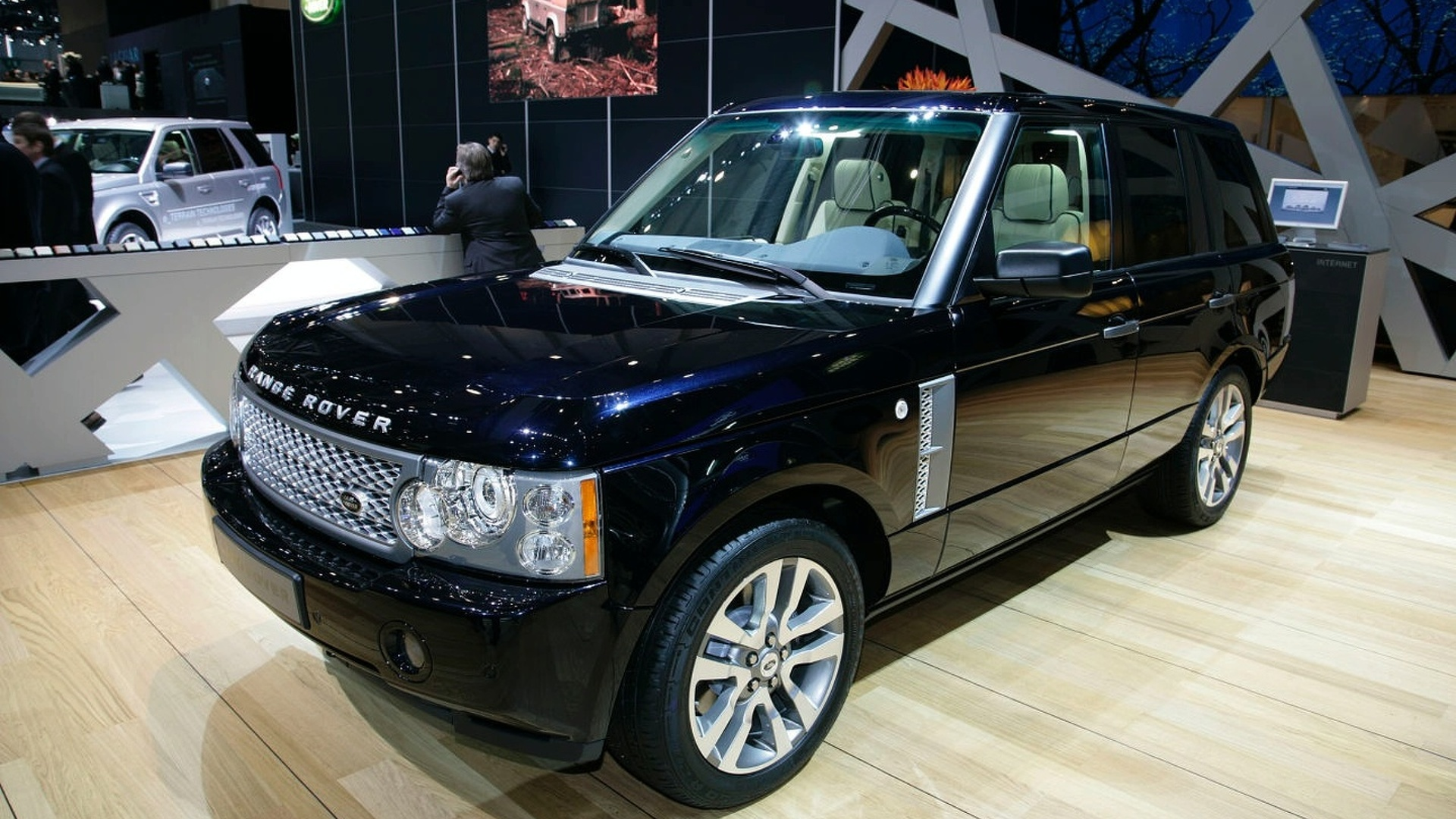 land rover debuts range rover westminster limited edition and my2010 freelander 2. Black Bedroom Furniture Sets. Home Design Ideas