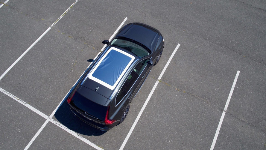 Volvo Equips XC60 With Eclipse-Friendly Panoramic Moonroof Viewer