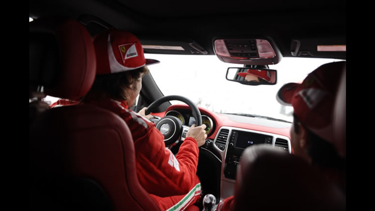 Lembrancinha: Massa e Alonso ganham Novo Jeep Grand Cherokee SRT8 2012