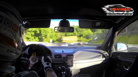 VIDÉO - Une Mégane R.S. prend en chasse une McLaren MP4-12C