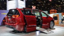 Chrysler Pacifica Braunability: Chicago 2017