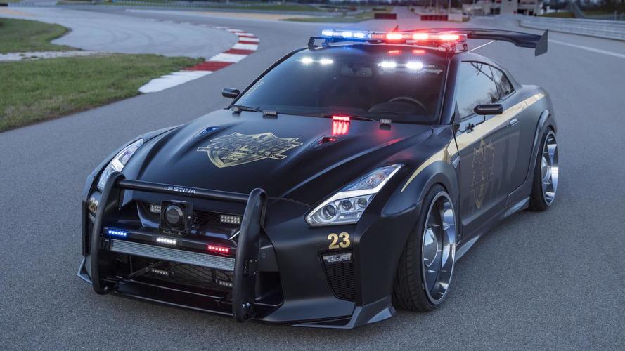 Bu Nissan GT-R polis aracından kaçış yok