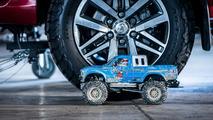 Tamiya Bruiser'lar Toyota Hilux'u çekiyor