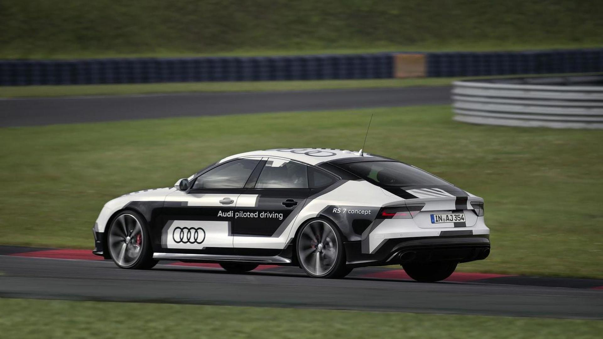 Audi RS7 Piloted Driving Concept на гоночной трассе